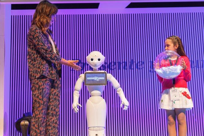 Robot en el Foro Premios Albert Jovell 2018