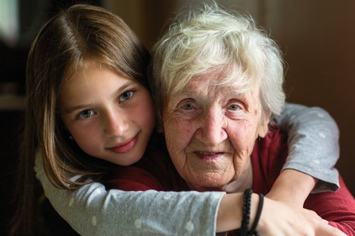 Nieta con abuela