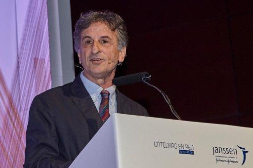 Dr. Miquel Roca en el foro premios AE